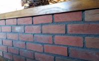 Płytki rustykalne - murek z płytek z ciętej cegły